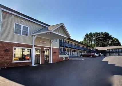Econo Lodge Glens Falls Cover Picture