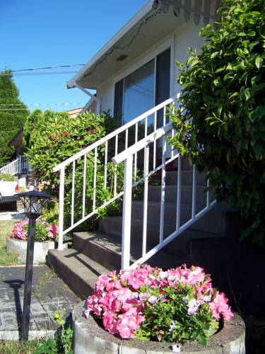 Serenity Bed and Breakfast Cover Picture