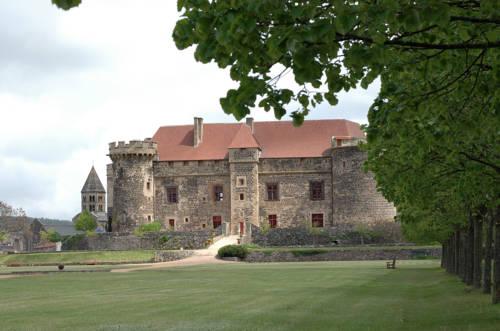 Château Royal de Saint Saturnin - Chateaux et Hotels Collection Cover Picture