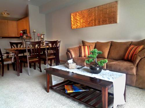 Elegant 1Br&2Br Condos w/ Lot of Amenities & Balcony on Light Rail Cover Picture
