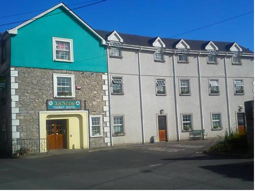 An Stór Townhouse Cover Picture