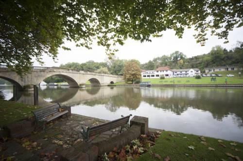 Shillingford Bridge Hotel Cover Picture