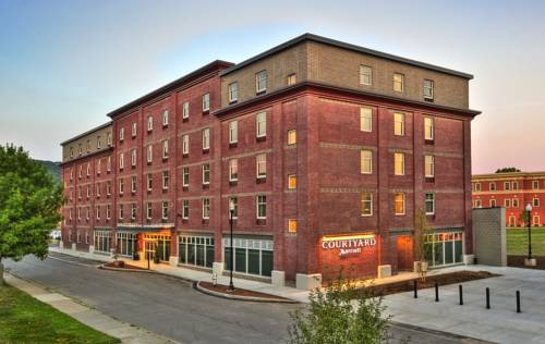 Courtyard Keene Downtown Cover Picture