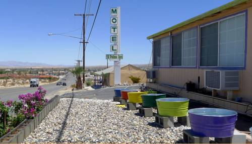 9 Palms Inn Cover Picture