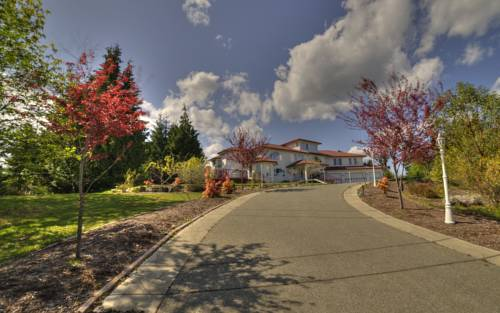Shawnigan Vacations Cover Picture