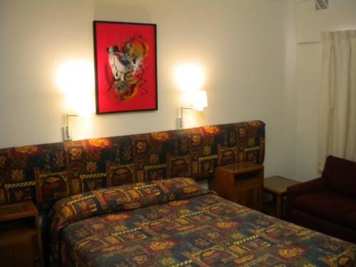 Bunbury Motel Cover Picture