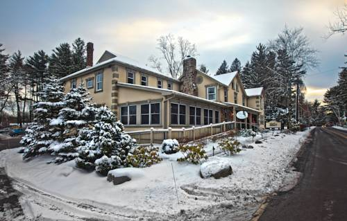 Woodfield Manor Resort: A Sundance Vacations Resort Cover Picture