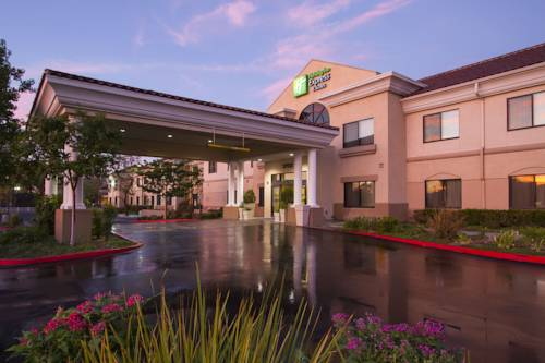 Holiday Inn Express Hotel & Suites Santa Clarita Cover Picture