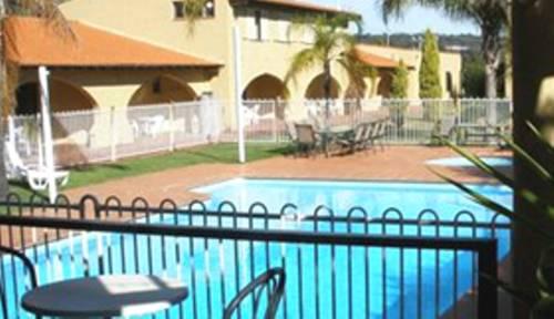 El Caballo Resort Cover Picture