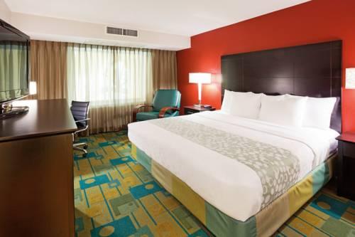 La Quinta Inn & Suites Milwaukee Bayshore Area Cover Picture
