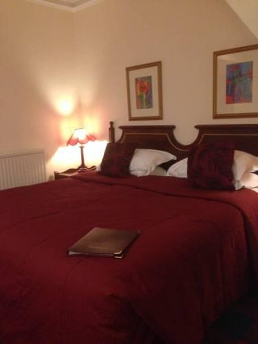 Highlander Inn Cover Picture