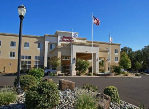Hampton Inn & Suites Red Bluff Cover Picture