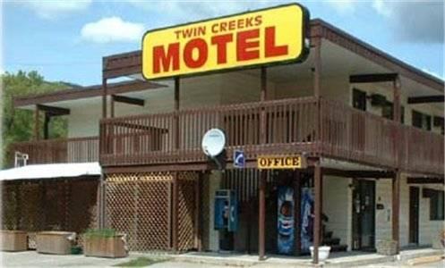 Twin Creeks Motel Cover Picture