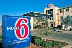 Motel 6 - London I 70 Cover Picture
