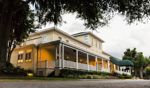 Lakeside Inn on Lake Dora Cover Picture