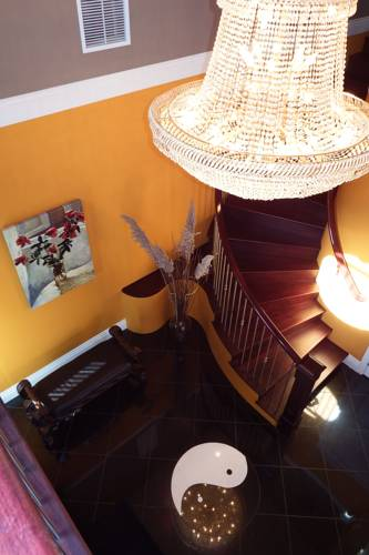 Beach Ave Castle Luxury Vacation Rental Cover Picture