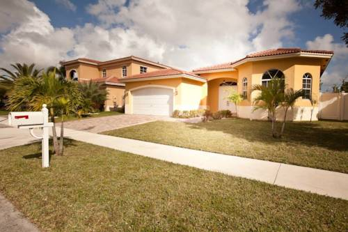 Aventura Home by Flatsaway Cover Picture