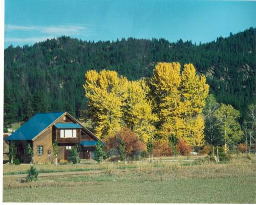 Streamside Vacation Cabin Rental in Beautiful Garden Valley, Idaho Cover Picture