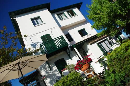 Hôtel Marinette Cover Picture