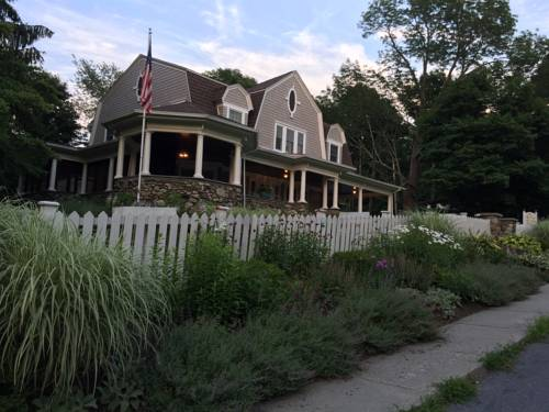 Hilltop House Bed & Breakfast Cover Picture