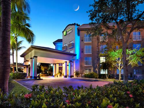 Holiday Inn Express Naples Downtown 5th Avenue Cover Picture