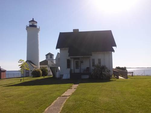 HI - Tibbetts Point Lighthouse Hostel Cover Picture