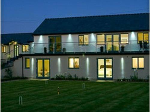 Manor Hill House Cover Picture
