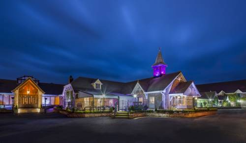 The Oak Wood Hotel Cover Picture