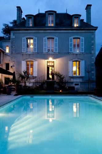 Maison La Porte Rouge Cover Picture