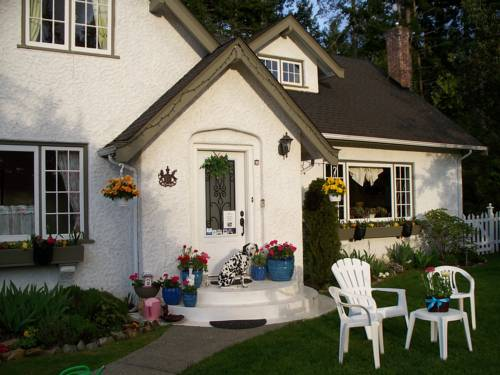 Charm of Qualicum Bed and Breakfast Cover Picture