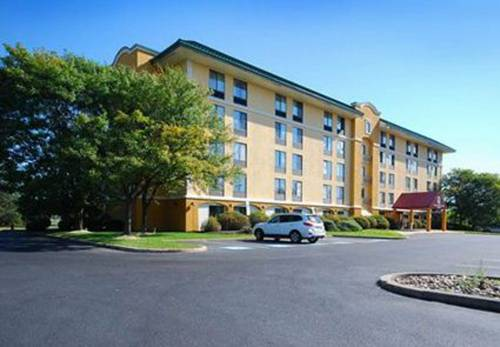 Quality Inn & Suites Bensalem Cover Picture