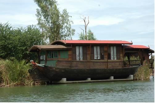 Momchailai River Retreat Cover Picture