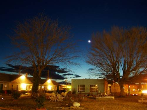 Colonial Motel Cover Picture
