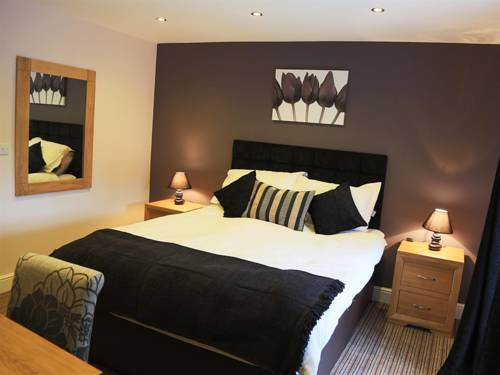 The Three Horseshoes Hotel Cover Picture