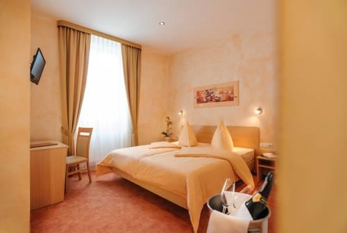 Hotel Mediterraneo Cover Picture