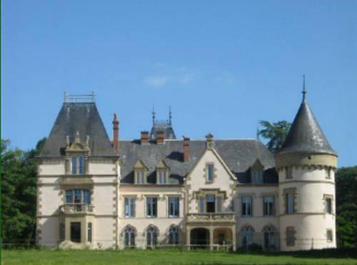 Château du Tout y Fault Cover Picture