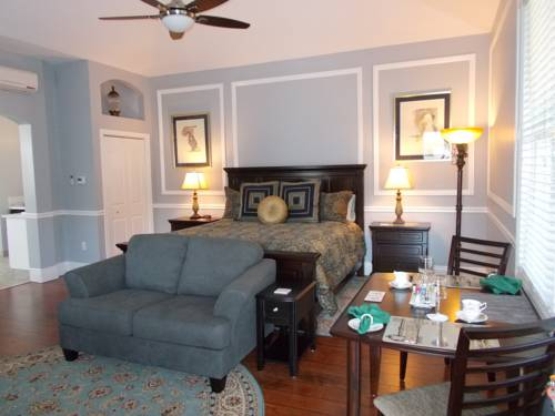 Grey Gables Bed and Breakfast Inn Cover Picture