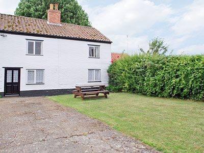 Deacon'S Cottage Cover Picture