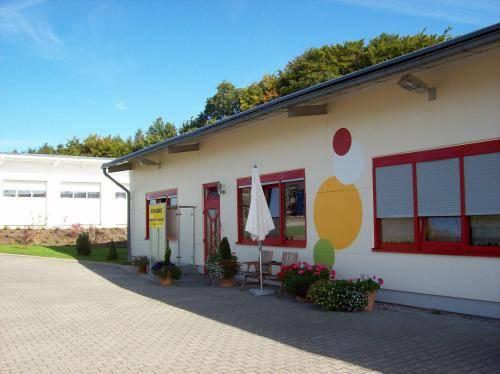 Econo Motel Goelzer Cover Picture