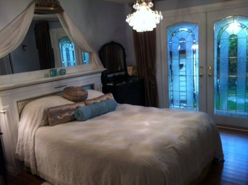 Donna's Bed and Breakfast Cover Picture