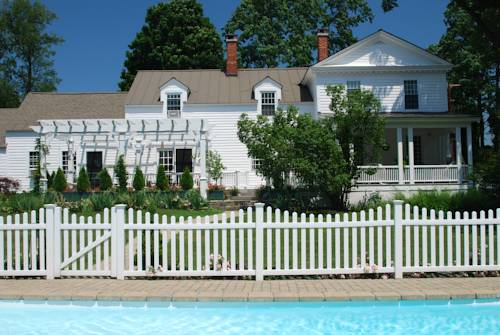 Applewood Manor Bed & Breakfast Cover Picture