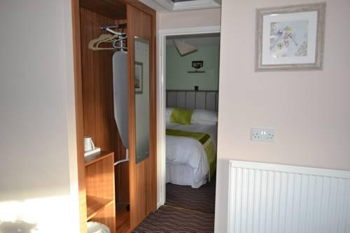 Oak Tree Inn Cover Picture