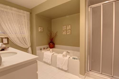 Uxbridge Manor And Spa Cover Picture