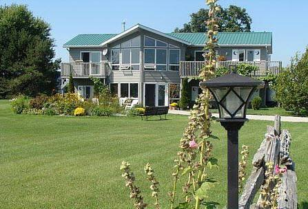 Moonlight On The Lake Bed & Breakfast Cover Picture
