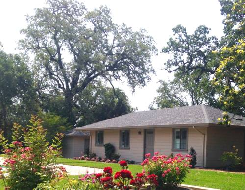 Sonoma Rosso Guest Cottage Cover Picture