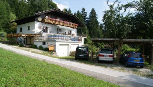 Haus am Waldrand Cover Picture