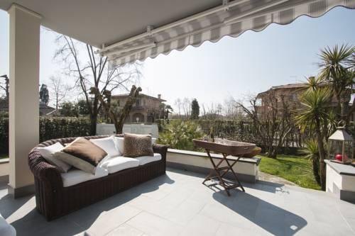 Villa Pina Cover Picture