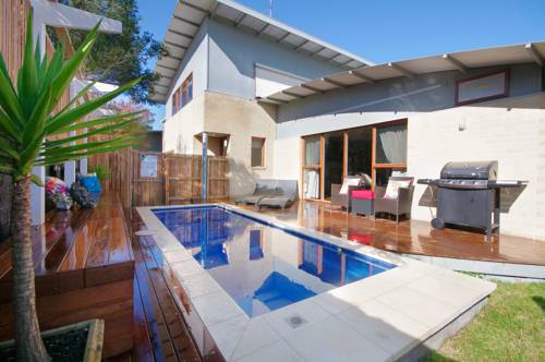 Townhouse with Pool Cover Picture