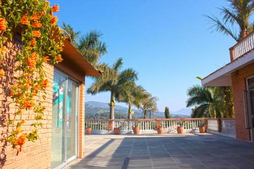 Royal Palm Resort Cover Picture
