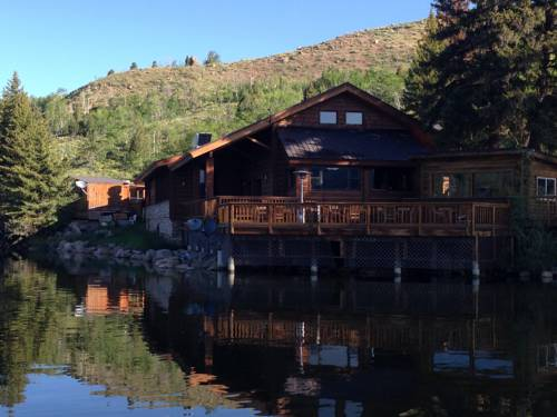 Half Moon Lake Lodge Cover Picture
